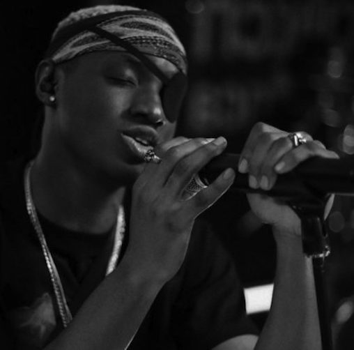 Ruger Renders Stunning Performance of 'Bounce' on Glitch Africa